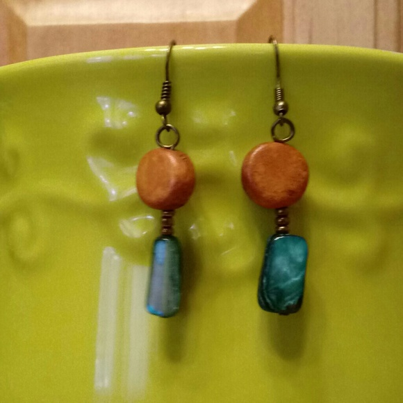 Jewelry - 🌺Shell and wood earrings